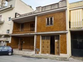 Casa indipendente con garage e terrazzo