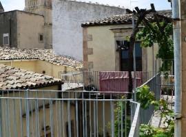 Bilocale in centro con terrazzo