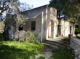 Mezzogregorio - Villa in campagna con pineta