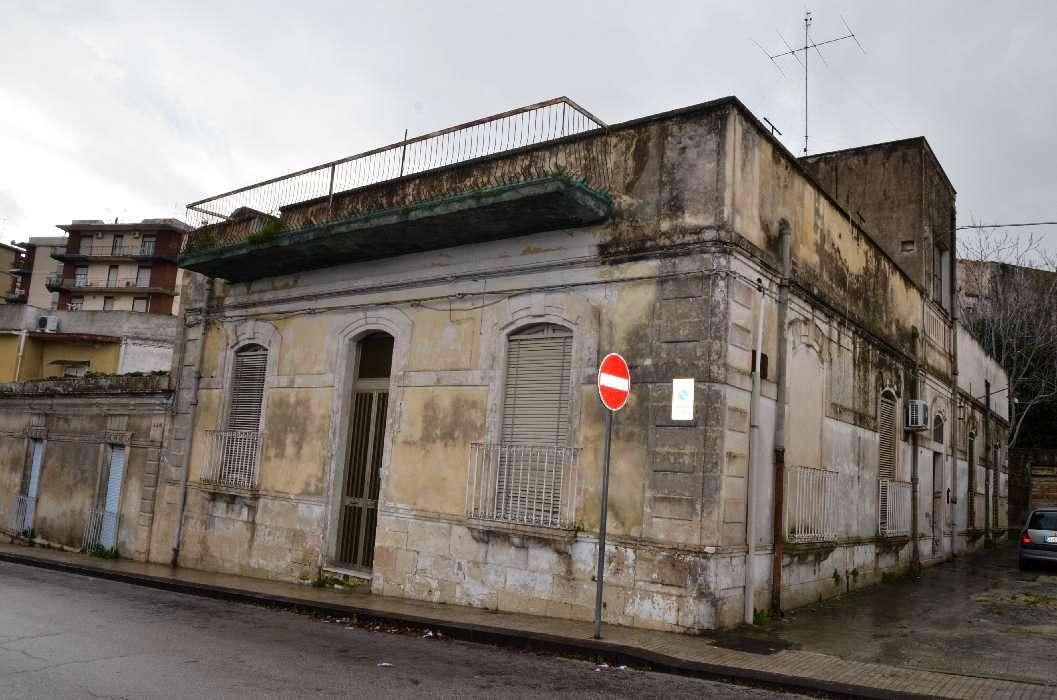 Noto, Via Napoli – Casa storica indipendente con terrazzo vista mare ...
