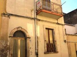 NOTO , Via Mandalà - Immobile indipendente con terrazzo e cortile interno