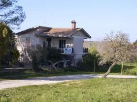 Villa con giardino a Testa dell'Acqua
