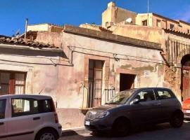 NOTO , Via Zanardelli - Centralissima casa indipendente