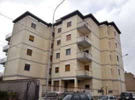Noto , Via Calamandrei - Appartamento con garage