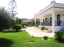 LIDO DI NOTO  - Villa con giardino