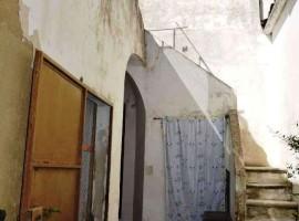 Caratteristica casa indipendente con cortile e terrazzo