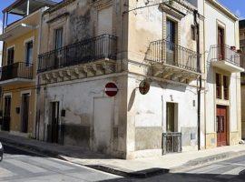 Via Sallicano - Immobile indipendente in centro storico con terrazzo