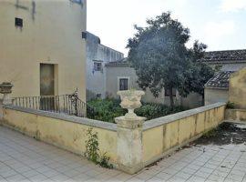 Esclusiva residenza storica fronte cattedrale con giardino privato
