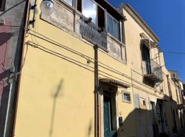 Noto - Via XX Settembre, Casa indipendente in centro storico