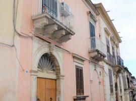 Noto, Via Cavour - Palazzo Storico indipendente
