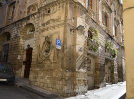 Noto, Via Bovio ( ex Convento Crociferi) - Appartamento indipendente in centro storico