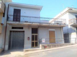 Villetta indipendente con giardino e garage - Noto centro