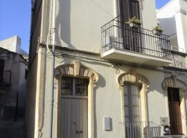 Noto, Centro storico - Appartamento indipendente con dependance