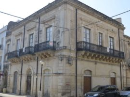 Noto -Dimora storica con terrazzo