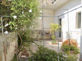 Noto - Stabile indipendente con cortile interno e terrazzo