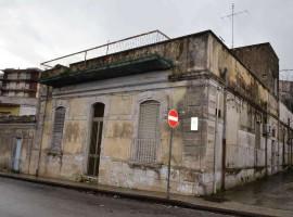 Noto, Via Napoli - Casa storica indipendente con terrazzo vista mare e garage